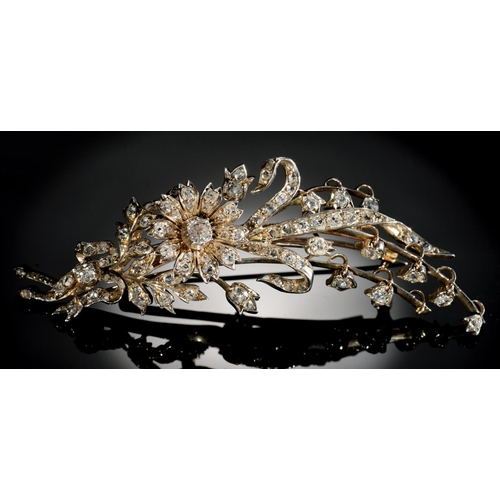 31 - <strong>A BELLE EPOQUE DIAMOND SPRAY BROOCH, C1900 </strong>the flowerheads en tremblant,mounted i...