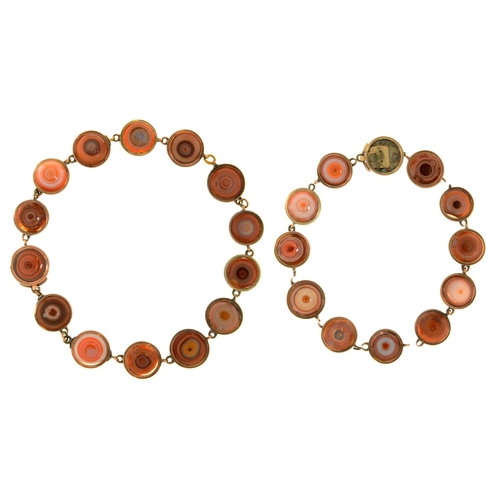 39 - <strong>A VICTORIAN GOLD AND HARDSTONE NECKLACE, C1850</strong>of stained agate half-beads, in plai...