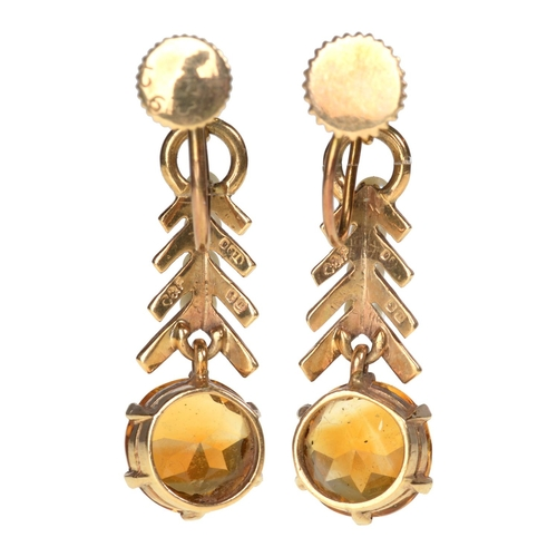 50 - <strong>A PAIR OF CITRINE AND CULTURED PEARL PENDANT EARRINGS </strong> in gold, 26mm, marked 9c, Ga...