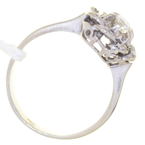 22 - A DIAMOND WHORL CLUSTER RING, MILLEGRAIN SET IN WHITE GOLD, MARKED 750, 3.3G, SIZE M½...