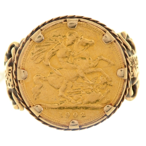 25 - GOLD COIN. HALF SOVEREIGN 1902, MOUNTED IN A GOLD RING MARKED 9CT, 12.3G, SIZE U...