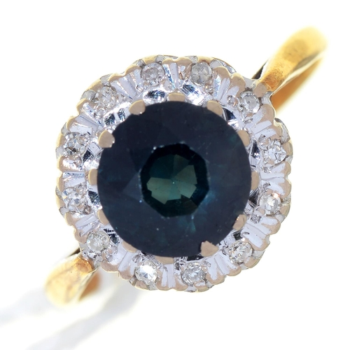 32 - A SAPPHIRE AND DIAMOND CLUSTER RING, GOLD HOOP, MARKED 18CT, 3.8G, SIZE P...