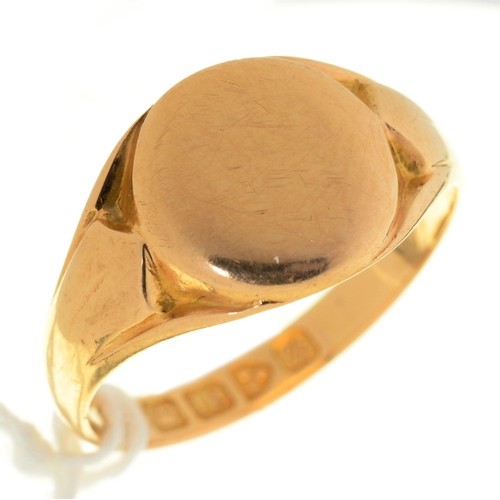 39 - AN 18CT GOLD SIGNET RING, CHESTER 1902, 4.7G, SIZE O½...