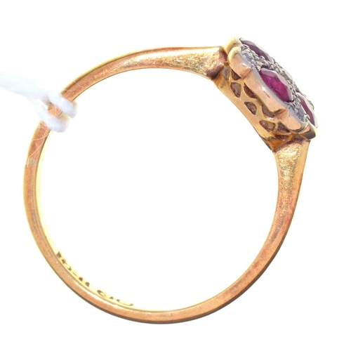 9 - A RUBY AND DIAMOND RING, EARLY 20TH C, MILLEGRAIN SET, IN GOLD MARKED 18CT, 2.5G, SIZE M½...