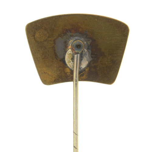 43 - A STICK PIN, THE TERMINAL SET WITH A WEDGWOOD JASPER CAMEO, 19TH C, TERMINAL 15 X 22MM...