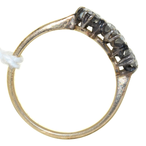 48 - A THREE STONE DIAMOND RING WITH OLD CUT DIAMONDS, GOLD HOOP, 2.4G, SIZE N...