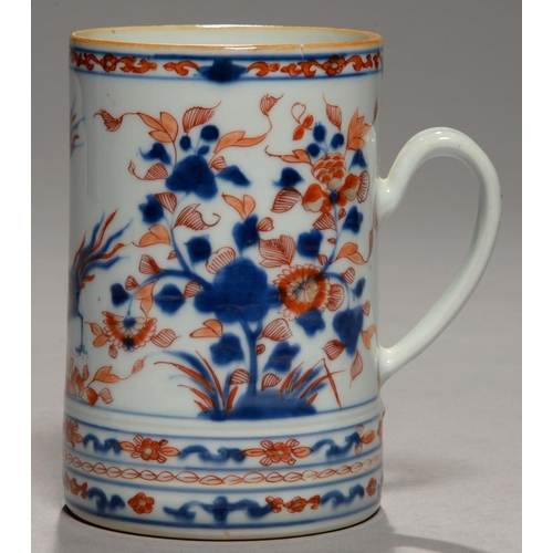 290 - A CHINESE IMARI MUG, 18TH C, DECORATED WITH TWO PHOENIX BETWEEN FLOWERING PLANTS, 15.5CM H...