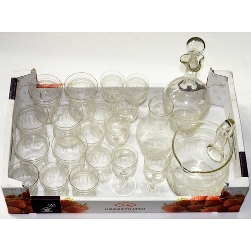 298 - A SUITE OF EDWARDIAN ETCHED DRINKING GLASS, C1910, INCLUDING DECANTER AND STOPPER AND WATER JUG (22)...