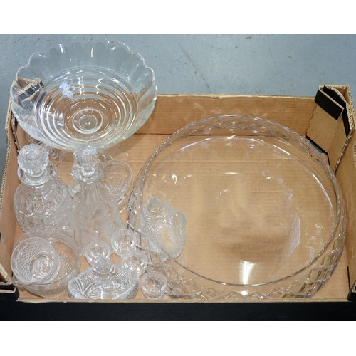 401b - A VICTORIAN FACETED GLASS FRUIT STAND ON OCTAGONAL FOOT, 24CM H, A CUT GLASS CENTERPIECE BOWL WITH F...
