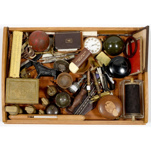 612 - A TRAY OF MISCELLANEOUS VICTORIAN AND EARLY 20TH C TREEN, METALWARE AND BYGONES, TO INCLUDE BRASS WE...
