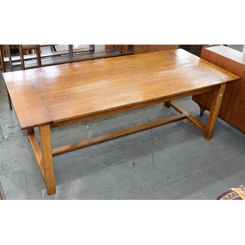 902 - AN OAK FARMHOUSE TABLE, 20TH C, THE SUBSTANTIAL THREE PLANK TOP WITH CLEATED ENDS, ON CHAMFERED LEGS...