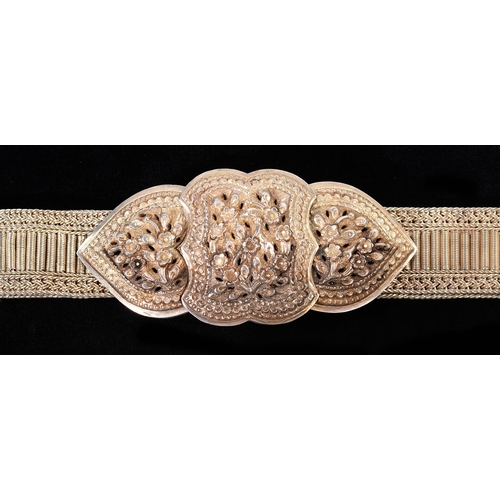 105 - A SILVER WAIST BELT AND REPOUSSE CLASP, POSSIBLY STRAITS, EARLY 20TH C, 87CM L, UNMARKED, 30OZS...