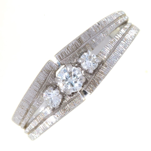 112 - A DIAMOND THREE STONE RING, IN TEXTURED 14CT WHITE GOLD, CONVENTION MARK, 3.6G...
