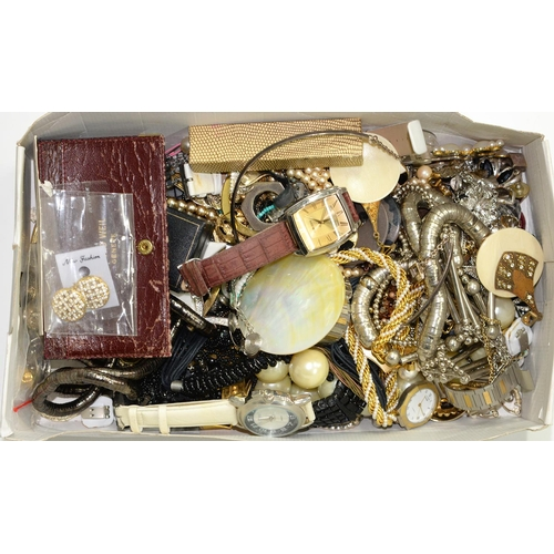 117C - MISCELLANEOUS COSTUME JEWELLERY TO INCLUDE FASHION WATCHES...