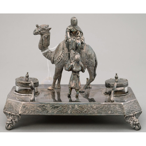 134 - A VICTORIAN ORIENTALIST BRITANNIA METAL INKSTAND, THE BASE SET WITH CAST FIGURES OF ARAB TRIBESMEN A...
