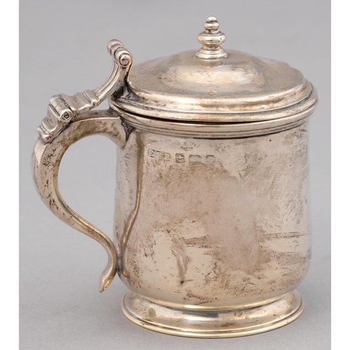 155 - A GEORGE V SILVER TANKARD SHAPED MUSTARD POT, BLUE GLASS LINER, 80MM H, MARKS RUBBED, BY E S BARNSLE...