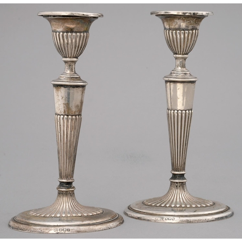 187 - A PAIR OF GEORGE V SILVER CANDLESTICKS, PARTLY REEDED, ON OVAL FOOT, 19CM H, BY W HUTTON & SONS ...