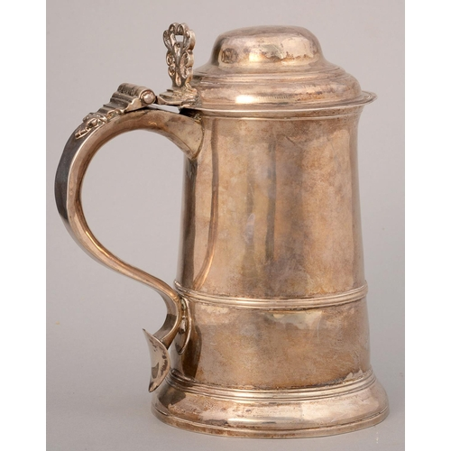 199 - A GEORGE III SILVER TANKARD WITH REEDED GIRDLE, PIERCED THUMBPIECE AND HEART TERMINAL, 19.5CM H, FUL...