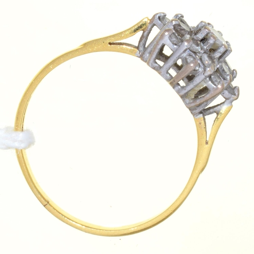 21 - A DIAMOND CLUSTER RING, IN 18CT GOLD, 3G, SIZE O½...