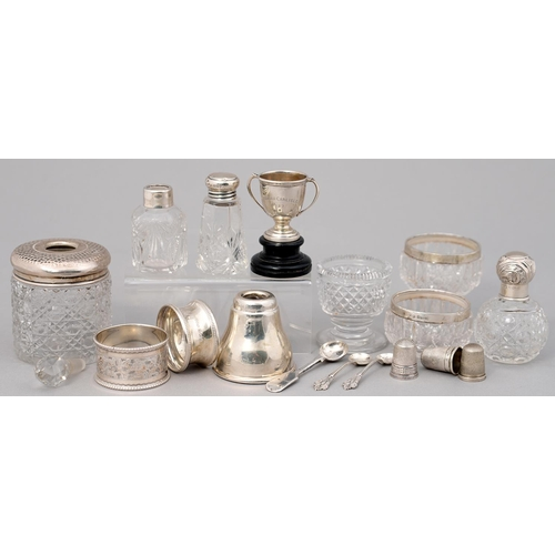 227 - MISCELLANEOUS SILVER MOUNTED GLASS ARTICLES, INCLUDING SCENT / SALTS BOTTLES, SALT CELLARS AND A HAI...