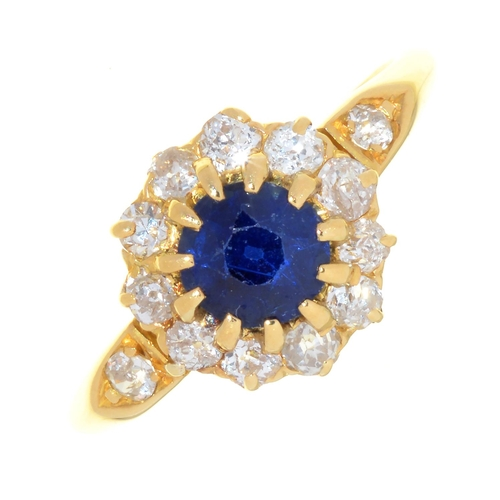 27 - A SAPPHIRE AND DIAMOND CLUSTER RING, EARLY 20TH C, WITH DIAMOND SHOULDERS, IN 18CT GOLD, MARKS RUBBE...