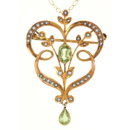 28 - AN ART NOUVEAU PERIDOT AND SPLIT PEARL SET GOLD OPENWORK BROOCH PENDANT, C1905, 38MM, MARKED 9CT AND...