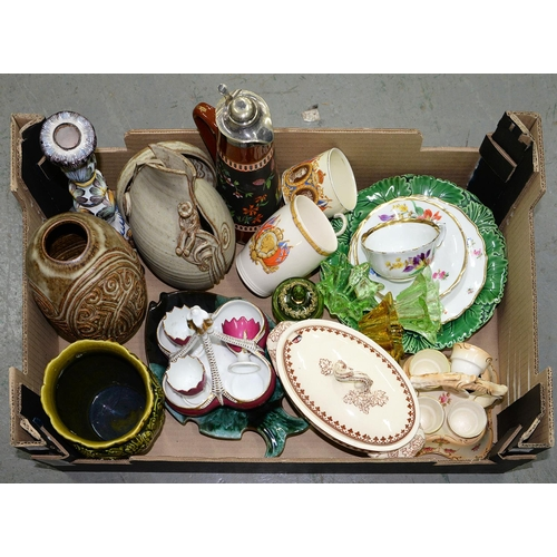 391 - MISCELLANEOUS ORNAMENTAL CERAMICS, STUDIO POTTERY, ETC...