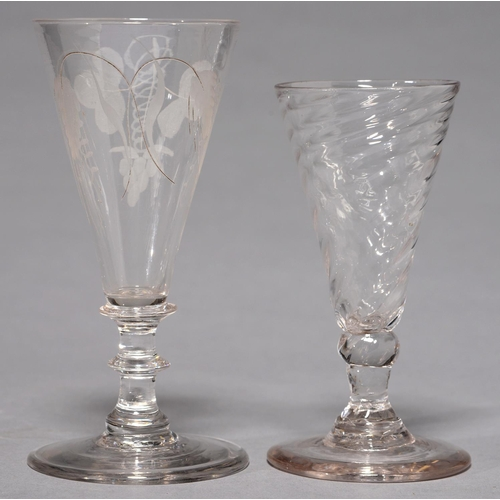 424 - A DWARF ALE GLASS, THIRD QUARTER 18TH C, THE WRYTHEN FLUTED BOWL ON RUDIMENTARY STEM WITH KNOP AND S...