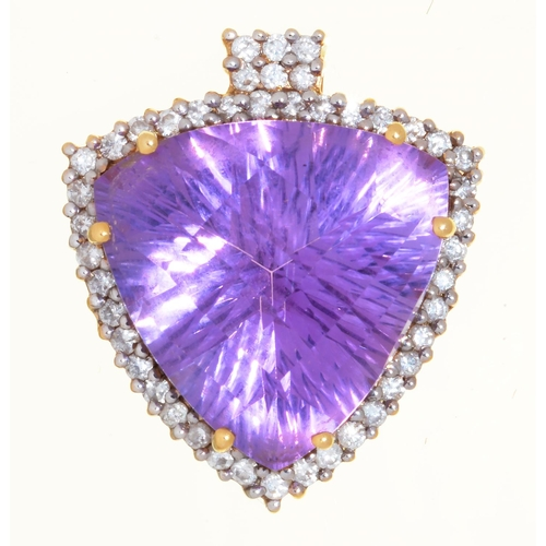 43 - A TRIANGULAR BRIOLETTE AMETHYST AND DIAMOND PENDANT, 21ST CENTURY, IN 18CT GOLD, 19 X 21MM, 5.8G...