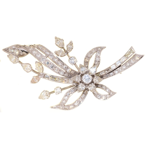 44 - A DIAMOND SPRAY BROOCH, LATE 20TH CENTURY, WITH PEAR SHAPED NAVETTE, BAGUETTE AND ROUND BRILLIANT CU...