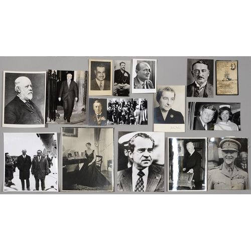 455 - PHOTOGRAPHY. A COLLECTION OF PORTRAIT PHOTOGRAPHS AND POSTCARDS INCLUDING PRESS PHOTOGRAPHY, EARLY...