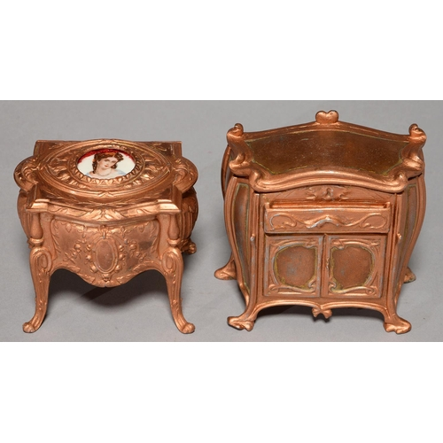 460 - A FRENCH FIN DE SIECLE SPELTER COMMODE SHAPED TRINKET BOX, C1900, THE LID INSET WITH A PORCELAIN MIN...