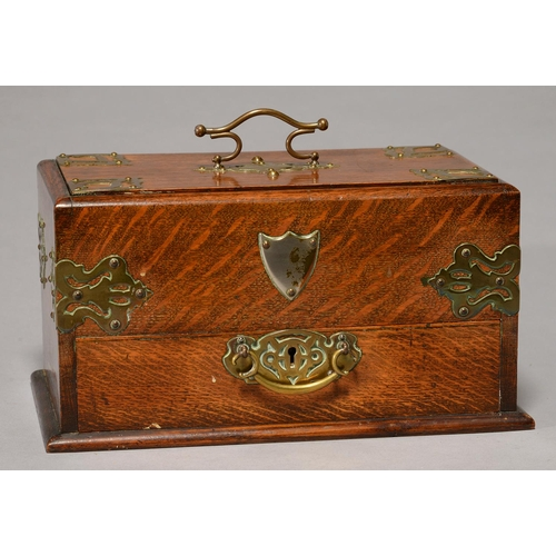 488 - A VICTORIAN BRASS MOUNTED OAK SMOKER'S COMPENDIUM, C1890, THE SLIDING LID OPENING BY ACTION OF THE D...