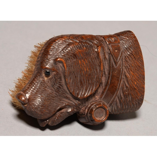 492 - A SWISS CARVED WALNUT BRUSH IN THE FORM OF THE HEAD OF A ST BERNARD DOG, EARLY 20TH C, 90MM L...
