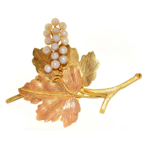 53 - A CULTURED PEARL AND TWO COLOUR GOLD GRAPES  BROOCH, C1970, 76MM, INDISTINCT LOZENGE SHAPED MAKER'S ...