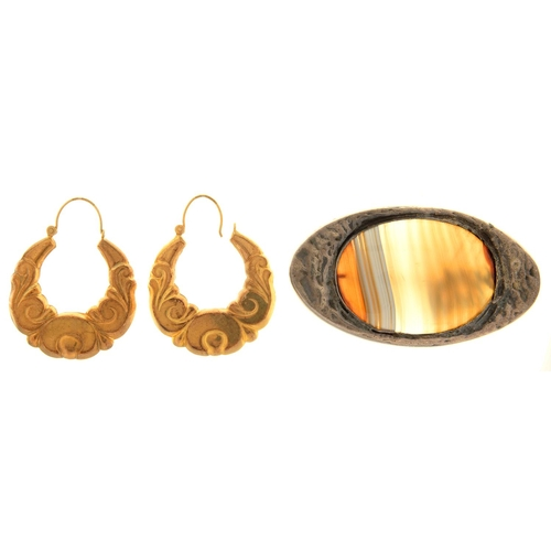 70 - A PAIR OF 9CT GOLD HOOP EARRINGS, 51MM DIAM, LONDON 1982, 4.9G  AND AN AGATE SET CAST SILVER COLOURE...