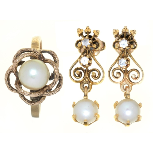 73 - A PAIR OF CULTURED PEARL AND WHITE STONE PENDANT EARRINGS, IN GOLD, 24MM, MARKED 14K, 4.7G AND A CUL...