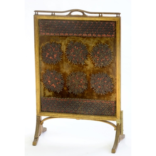 799 - AN EDWARDIAN GILTWOOD FIRE SCREEN, C1910, WITH EARLIER GOLD-VELVET GROUND METAL THREAD APPLIQUE BANN...