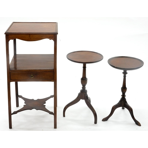 847 - A GEORGE III MAHOGANY WASHSTAND, EARLY 19TH C, 84CM H; 40 X 40CM AND TWO MINIATURE MAHOGANY TRIPOD T...