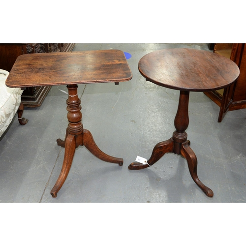 873 - A VICTORIAN MAHOGANY TRIPOD TABLE, MID 19TH C, THE ROUND TOP ON BALUSTER PILLAR, 72CM H X 51CM AND A...