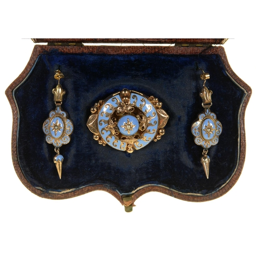 92 - A VICTORIAN GOLD AND LAVENDER BLUE ENAMEL DEMI PARURE, C1870, THE EARRINGS WITH WIRE LOOP, BROOCH...