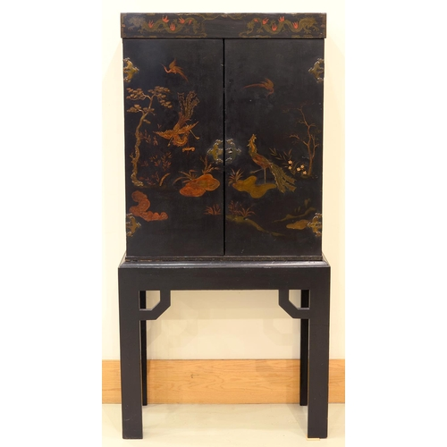 934 - A BLACK JAPANNED CABINET ON STAND, FIRST HALF 20TH C, IN ENGLISH 18TH C STYLE, 161CM H; 73 X 31CM