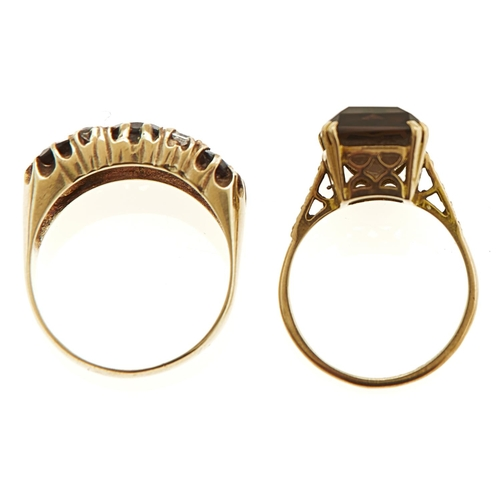 8 - A GARNET RING AND A CITRINE RING, BOTH IN 9CT GOLD, 9G SIZES, L½ AND Q...