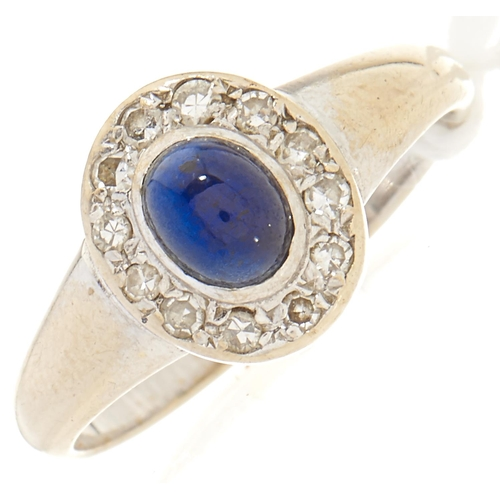 105 - A diamond and cabochon sapphire ring, in white gold, 2.1g, size H