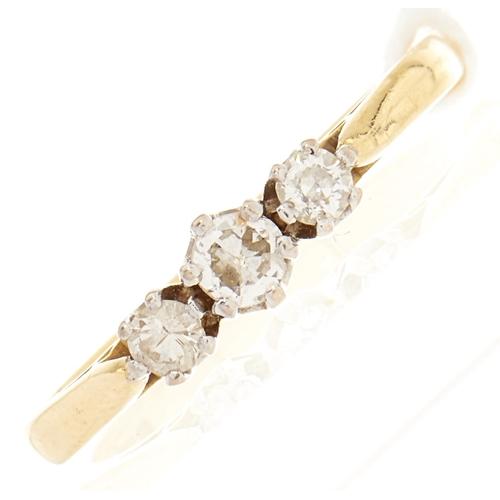 113 - An 18ct gold diamond ring, 2.5g, size L