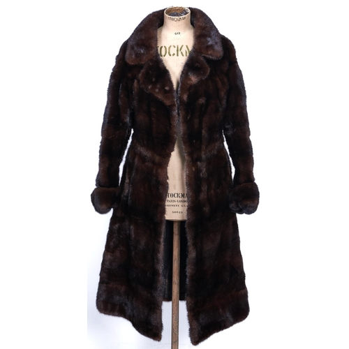 1138 - Fur. A high quality tailored mink coat