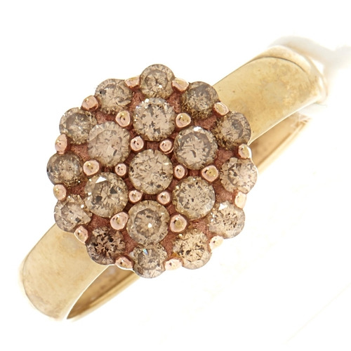 125 - A diamond cluster ring, in gold, 2.3g, size M½