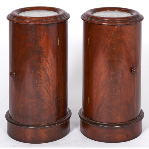 1519 - A pair of cylindrical mahogany pot cupboards, 20th c, in Victorian style, with marble inset circular...