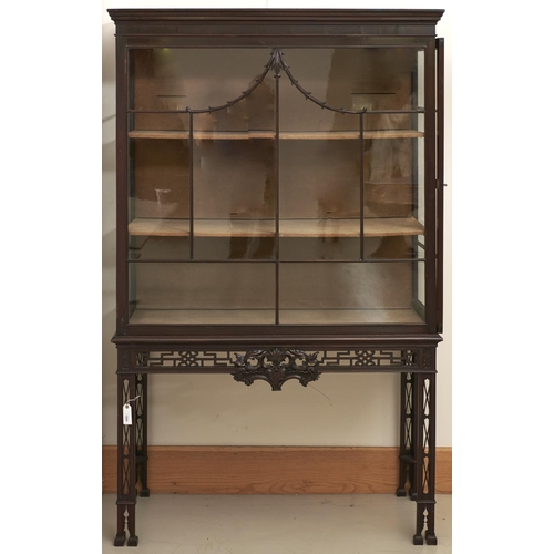 1554 - A Victorian mahogany Chippendale revival china cabinet, late 19th c, the front with carved 'pagoda' ...