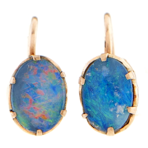165 - A pair of opal doublet earrings, in gold, 1.4g
